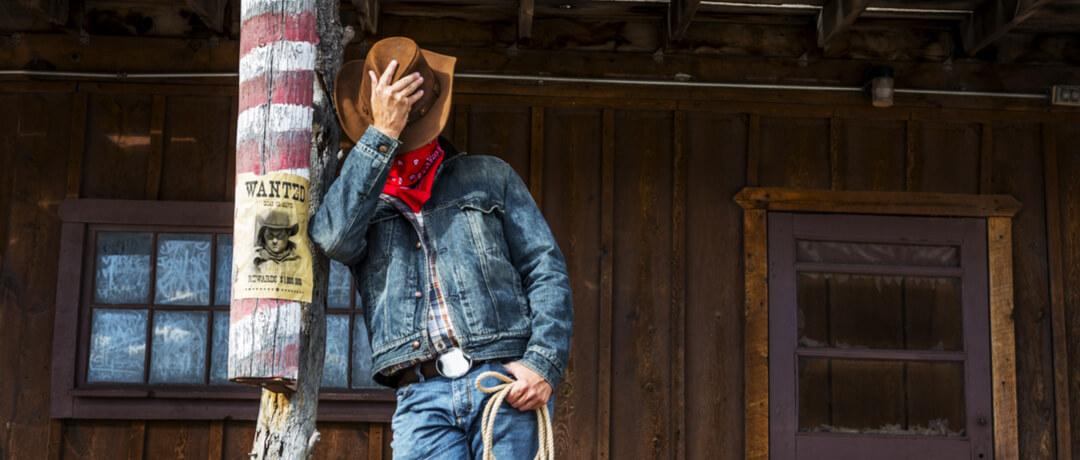 Se hoje cowboys e cowgirls desfilam em festas do peão e outros ambientes  com peças como calça e colete jeans 0ba209b015c