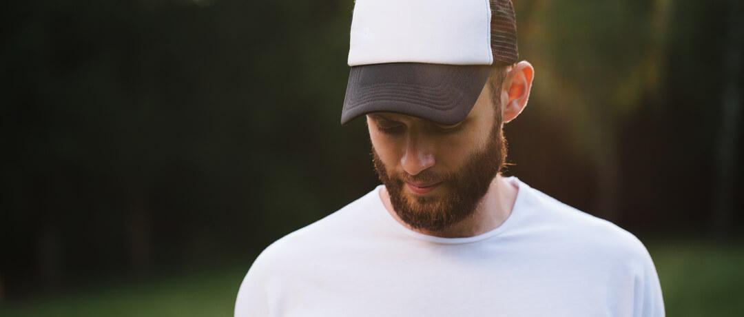 Já faz algum tempo que os cowboys e cowgirls têm trocado o chapéu típico do  estilo country por um belo boné que estampa o orgulho do sertanejo. 06166618681
